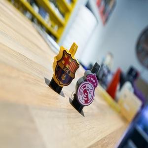 ⚽️𝙵 𝚄 𝚃 𝙱 𝙾 𝙻 𝙴 𝚁 𝙾 𝚂⚽️  •  Cosas que no pueden faltar para el clásico del domingo:  -Pipas -Cerveza -Shisha -Las boquillas de @fumusvape   •  ¿Os pasáis por la tienda para conseguirlas por 7,95€ con un lanyard de regalo?   •  ⚪️⚪️¡Os esperamos!🔴🔵  •  ¡COMENZAMOS CON NUESTRA FUMUS PORRA!  Premio: 4 packs de saborizantes Papi Color.  *En caso de 5 resultados repetidos ganarán los 4 primeros*  ⬇️⬇️⬇️⬇️⬇️⬇️⬇️